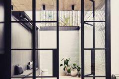 dubbele-deur-met-onderverdelingen-in-patio